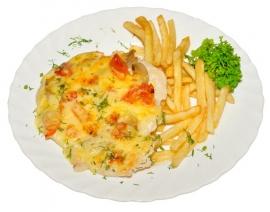 Куриная отбивная под шубой из овощей и сыра с гарниром